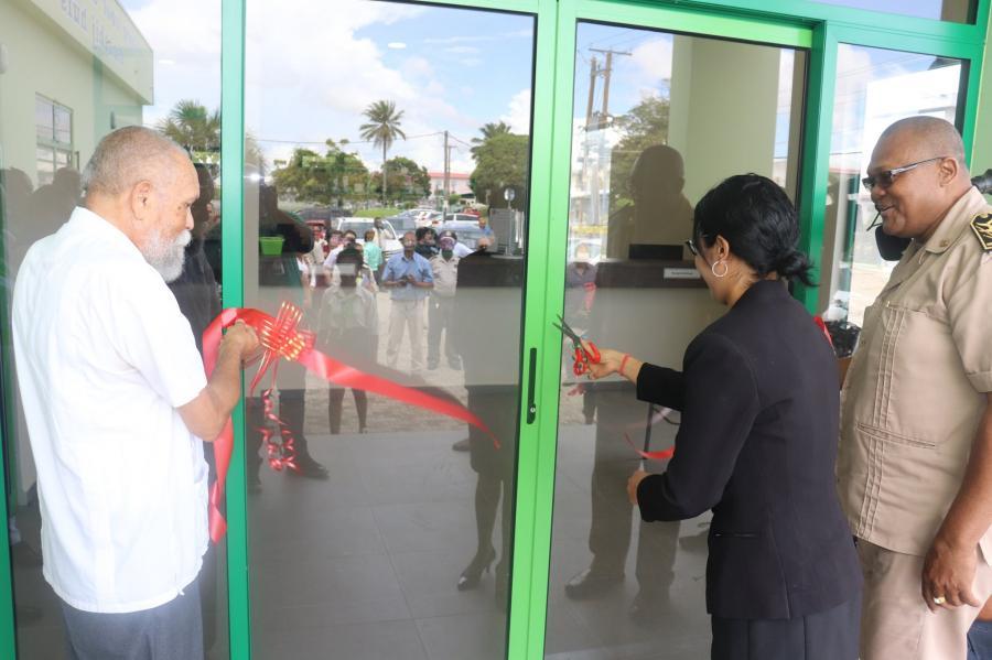 Opening RGD Centraal Apotheek Magazijn en Apotheek te Uitvlugt