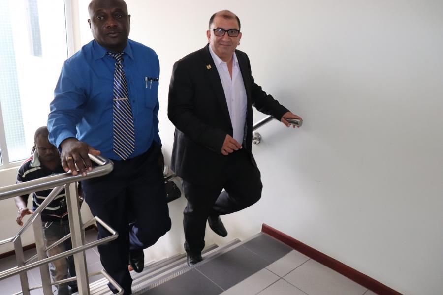 Minister Elias op werkbezoek bij de RGD